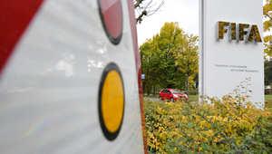 شعار الفيفا عند مدخل مقر الاتحاد في زيوريخ بسويسرا