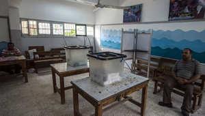 مركز اقتراع في حي الجيزة بالقاهرة، في اليوم الثاني من الانتخابات البرلمانية المصرية