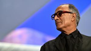 """المخرج الإيراني عباس كيارستمي صانع """"طعم الكرز"""" يرحل عن 76 عاما"""