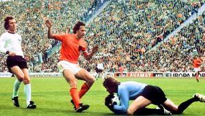 """حكاية مونديال 1974.. هولندا تقدم للعالم أسلوب """"الكرة الشاملة"""" وألمانيا تتوج باللقب"""