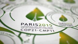 ملصقات من COP21 في باريس، قبل انعقاد مؤتمر تغير المناخ 2015