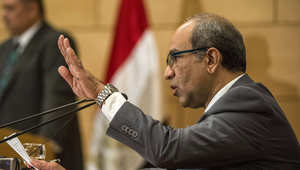 أيمن المقدم، رئيس فريق التحقيق في تحطم الطائرة الروسية، يتحدث للصحافة في وزارة الطيران المدني بالقاهرة