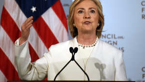 """هيلاري كلينتون: يجب على أمريكا قيادة """"الحرب العالمية"""" ضد """"داعش"""""""