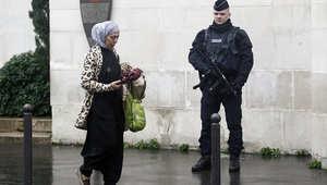 جنود فرنسيون يطلقون النار على سائق سيارة حاول دهسهم خلال حراستهم المسجد الكبير في فالينس