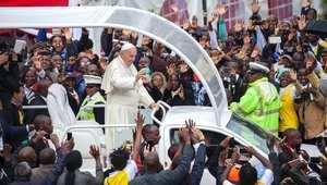 """بابا الفاتيكان في أول زيارة لأفريقيا: لا يمكن السكوت على نهب موارد القارة .. وتغليب """"المصالح على الصالح العام"""" كارثة"""
