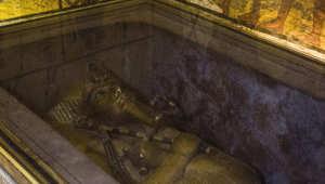 التابوت الذهبي للملك توت عنخ آمون
