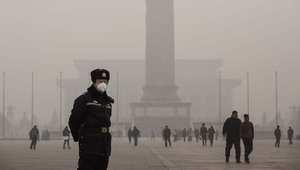 """بكين تصدر أول """"انذار أحمر"""" للتلوث وتأمر بعدة إجراءات منها إغلاق المدارس"""