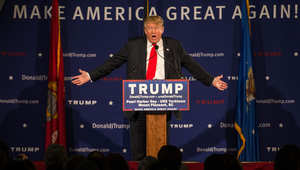 """دونالد ترامب يدعو إلى منع """"شامل وكامل"""" للمسلمين من دخول أمريكا بعد هجوم سان برناردينو"""