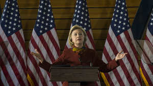المرشحة في الانتخابات الأمريكية هيلاري كلينتون خلال إلقائها الكلمة في الجامعة