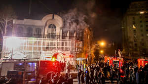 الداخلية الإيرانية تعلن تحديد المتورطين واعتقال المسؤول عن الهجوم على السفارة السعودية.. وتؤكد: ليسوا مدعومين من الدولة