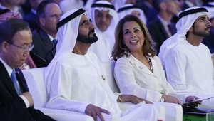 الشيخ محمد بن راشد آل مكتوم بجوار زوجته الأميرة هيا بنت الحسين وبان كي مون أثناء عرض تقرير للامم المتحدة بشأن تمويل المساعدات الإنسانية