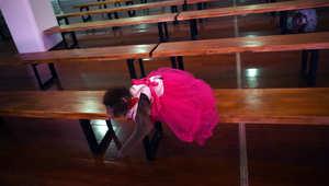 قرد يقفز من مقعده داخل الصف بمدرسة التدريب