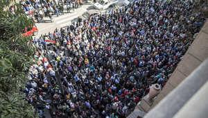 """آلاف الأطباء ينتفضون ضد """"اعتداءات"""" الشرطة المصرية.. وباسم يوسف يدعو للاستعانة بـ""""طبيب الفلاسفة"""""""