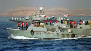 مصدر: سفينة أمريكية حذرت قوارب إيرانية بمضيق هرمز