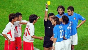 """حكاية مونديال 2002: إيطاليا تخرج بفضيحة تحكيمية في بطولة """"محبطة"""""""