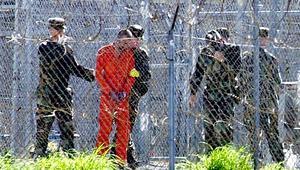 رأي: دوافع استقبال الإمارات لأكبر دفعة من سجناء غونتانامو