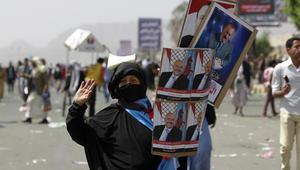 """بالصور.. صالح وسط آلاف المتظاهرين في صنعاء ضد """"عاصفة الحزم"""""""