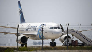 تضارب بيانات مصر للطيران حول موعد وموقع اختفاء الطائرة.. والجيش ينفي إعلان الشركة عن استقباله رسالة استغاثة