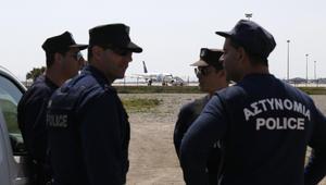 """اعتقال خاطف طائرة """"مصر للطيران"""" بعد ساعات على بدء الأزمة وإرغامها على الهبوط بقبرص"""