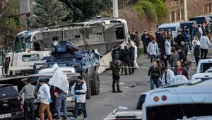 بالفيديو: مقتل 7 من عناصر الشرطة التركية وإصابة 27 آخرين إثر انفجار في دياربكر