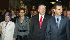 أردوغان وزوجته مع الرئيس السوري بشار الأسد وزوجته في زيارة للبلدة القديمة في دمشق في 22 ديسمبر 2004