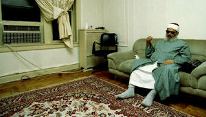 جثمان عمر عبدالرحمن يصل مصر.. ونجله لـCNN: العزاء خلال الدفن