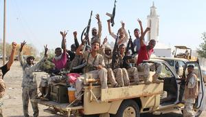 قوات موالية للرئيس اليمني المدعوم من السعودية، على مدخل محافظة أبين بعد مشاركتهم في عملية لطرد مقاتلي القاعدة