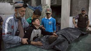 """استهدفت غارات جوية، مساء الأربعاء، مستشفى """"القدس"""" الميداني في حلب والمباني المحيطة بها في أحد المناطق التي تُسيطر عليها المعارضة، ما تسبب في مقتل 27 شخصا، بينهم ثلاثة أطفال وثلاثة أطباء، حسبما نقل المرصد السوري لحقوق الإنسان، الخميس."""