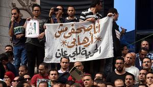 """مصر: احتجاز 3 صحفيين بتهمة الانتماء لجماعة محظورة.. والقضاء يفرج عن """"السقا"""""""