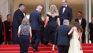 الممثلة جوليا روبرتس، المخرجة جودي فوستر والممثل جورج كلوني وزوجته أمل علم الدين ورئيس المهرجان
