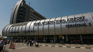 بعد واقعة مطار القاهرة.. القنصلية السعودية توجه إرشادات لرعاياها عند مغادرة مصر