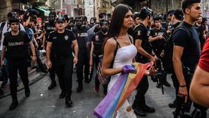الشرطة التركية تفرق تجمعا للمثليين قرب ساحة تقسيم في إسطنبول