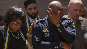 """شرطة دالاس: منفذ الهجوم أراد """"قتل كل البيض"""".. وأوباما يأمر بتنكيس العلم الأمريكي لمدة 5 أيام"""