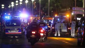 بالصور.. آثار الرصاص تملأ مقدمة الشاحنة المستخدمة بهجوم نيس ومسرح الحادثة