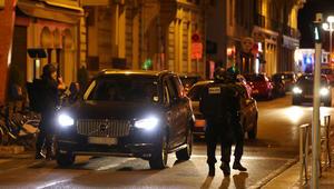 هولاند يعقد اجتماع أزمة مع وزير الداخلية بعد عملية الدهس بشاحنة في نيس