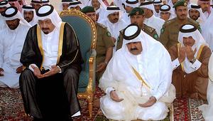 قرقاش: في أزمة قطر ظُلم الشيخ خليفة بن حمد آل ثاني.. والرميحي يرد: شأن داخلي