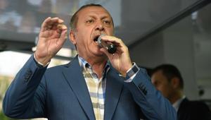 محاولة الانقلاب بتركيا.. ساويرس: يا ميت خسارة.. وإعلامي مصري لأردوغان: انت مالك ومال رابعة؟