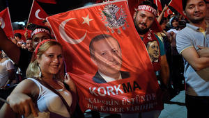 """أردوغان مهاجما الغرب: محاولة الانقلاب كانت """"استعمارية"""".. وبعض الدول عاتبت الانقلابيين على فشلهم في قتلي"""