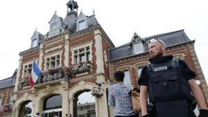 """داعش يتبنى هجوم الكنيسة بفرنسا: المنفذان جنديان بـ""""الدولة الإسلامية"""""""
