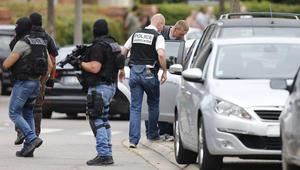 """المدعي العام الفرنسي: أحد مهاجمي الكنيسة يدعى عادل كرميش.. والمهاجمان هتفا """"الله أكبر"""" قبل قتلهما من قبل الشرطة"""