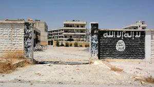 داعش يبث مقطع فيديو لخمسة أطفال يقتلون سجناء