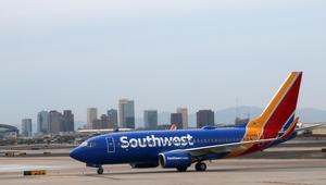 "طيران ""ساوث ويست"" يدشن أول رحلة جوية بطاقم نسائي كامل"