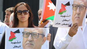 """اغتيال حتّر يتفاعل بالأردن وسط مخاوف من """"التجييش الطائفي"""""""