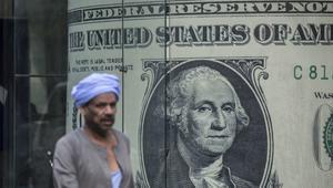 """""""المركزي المصري"""" يكشف حجم تدفق الدولار على البنوك منذ تعويم الجنيه"""