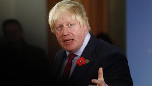 بعد نأي بريطانيا بنفسها عن اتهام وزير خارجيتها للسعودية.. جونسون: يد إيران في اليمن ظاهرة بوضوح