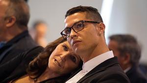 والدة كريستيانو رونالدو توجه رسالة قاسية لمنتقدي ابنها