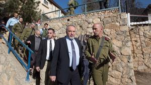 إسرائيل تهدد بتدمير الدفاعات الجوية السورية