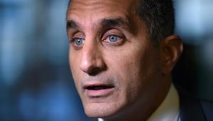 """باسم يوسف يشنّ هجوما لاذعا ضد البرلمان وإعلاميين بمصر حول """"تيران وصنافير"""""""
