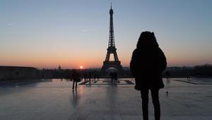 باريس تنوي وضع زجاج عازل حول برج إيفل