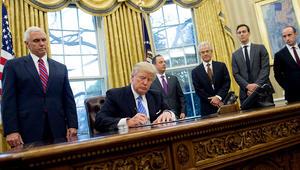 ما أثر تعليق ترامب دخول مواطنين من 6 دول عربية إسلامية؟